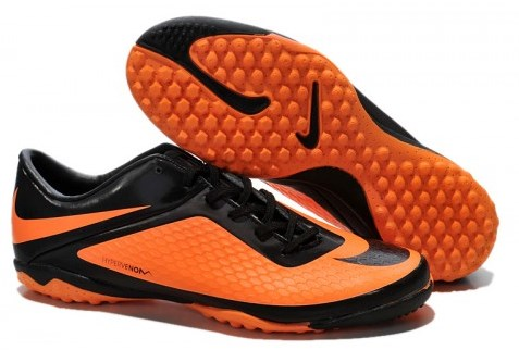 TURF – «многошиповки», данная модель обуви отличается наличием множества  шипов на подошве. Такие бутсы удобнее шипованных моделей, а также  рекомендованы ... e5f32429b87