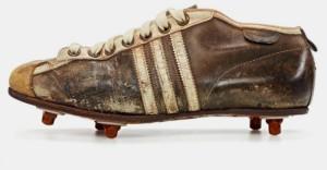 Adidas Argentinia, 1953 год, 436 грамм. Эти бутсы использовались на Чемпионате мира по футболу 1954 года в Швейцарии.