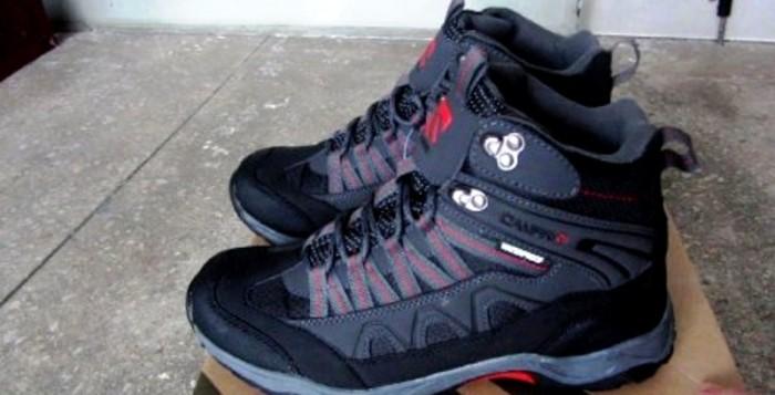 Туристическая обувь Stormlite и Campri — среди лидеров