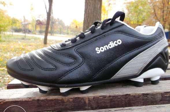 Футбольные бутсы Sondico начинались с перчаток