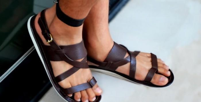 Мужские сандалии и шлепанцы – вы умеете их носить?