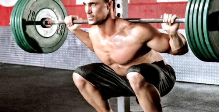 Nike и Lonsdale предлагают мужскую одежду для фитнеса