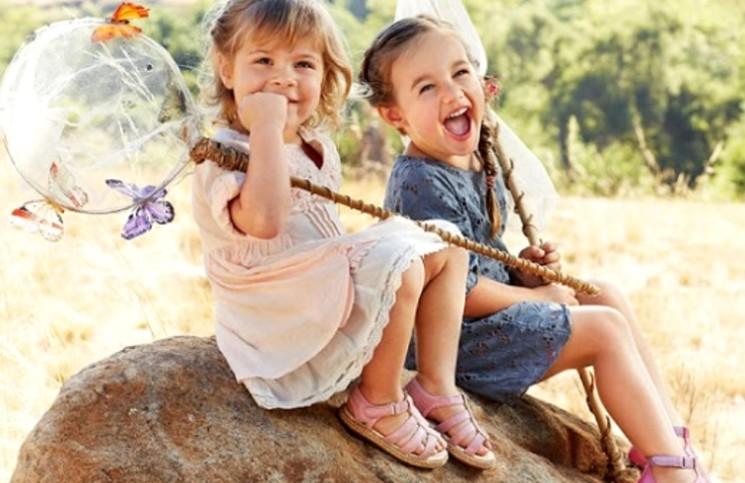 Детские сандалики и шлепанцы — удобно и радостно летом!