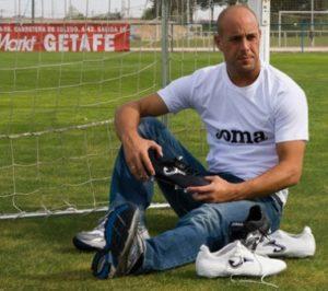 1350676400_pepe-reina-football-boots