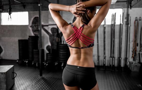 dani-spina-figura-sportzal-stil-fitnes