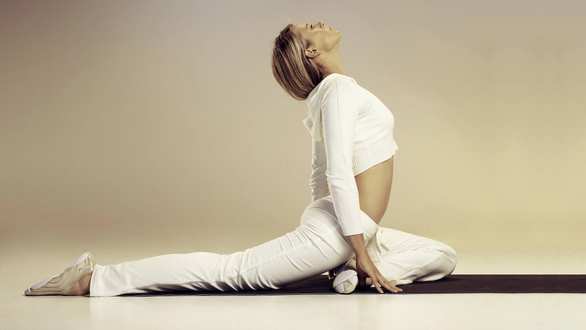 yoga-mavi